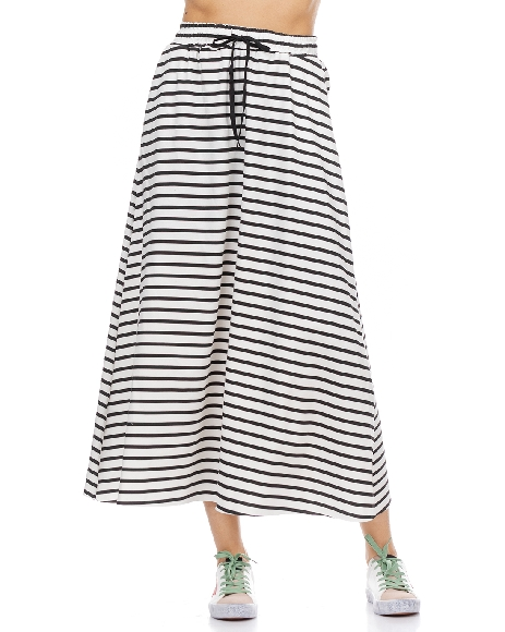 Shape dress with Asymetric Neck Pin
